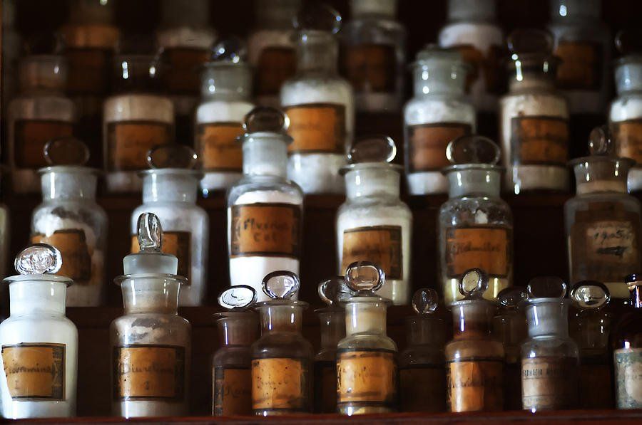 Φαρμακευτική ιστορία από το 1976